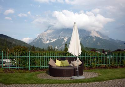 alpenrose sitzecke draussen zugspitze besser f r uns. Black Bedroom Furniture Sets. Home Design Ideas