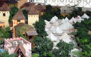 Tropical Islands - Übernachten - Häuser und Zelte